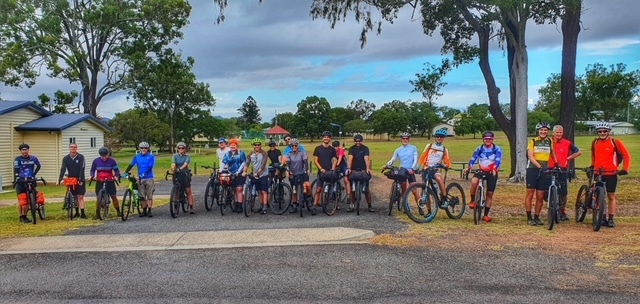 Group photo from the brisdivide mini bikepacking event