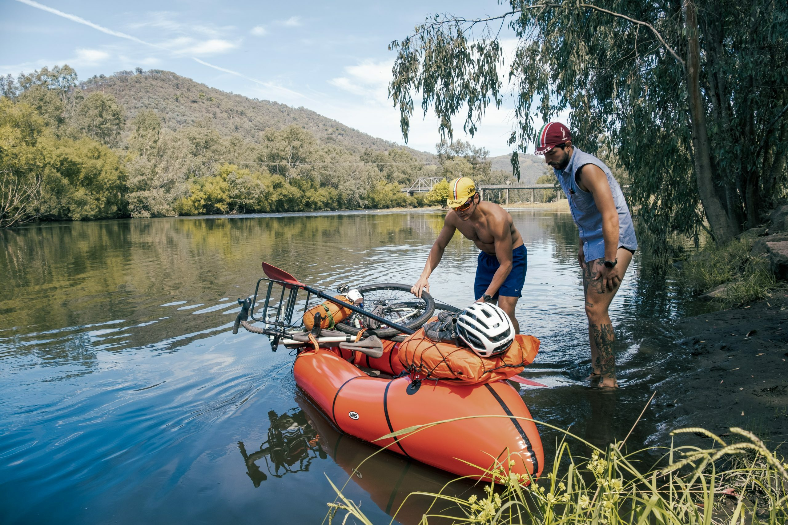 Loading up a packraft on the murray river